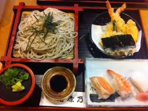 Lunch set (Soba, tenpura, sushi)